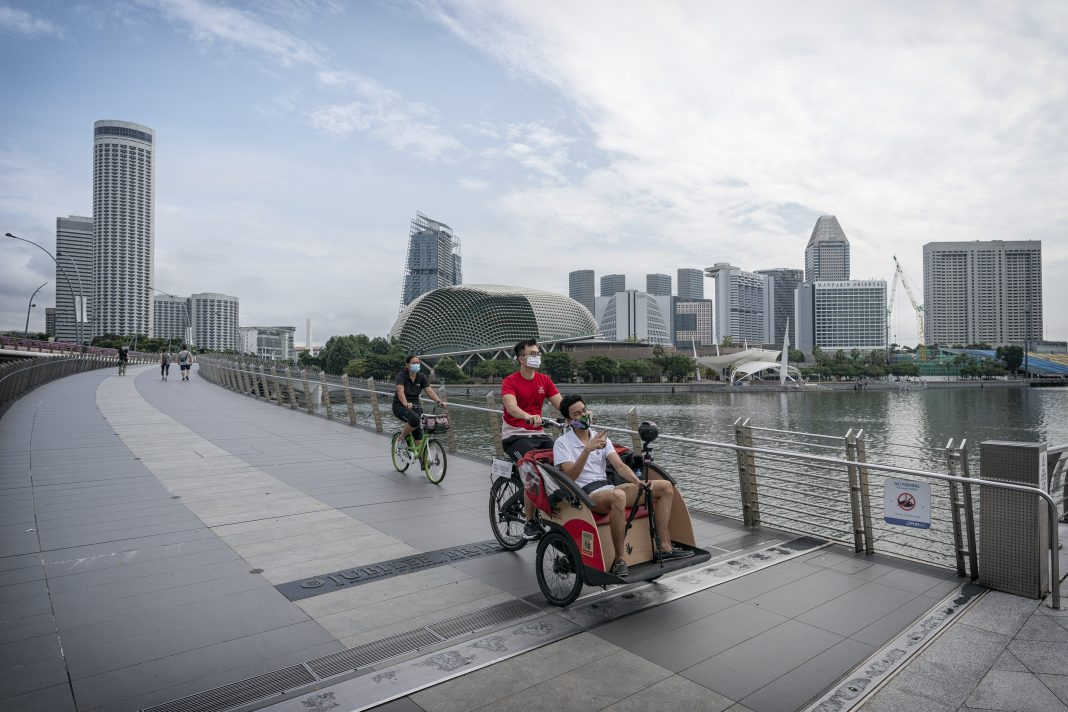 Cycling Without Age allows seniors and persons with disabilities to enjoy a ride through the community without having to worry about any mobility challenges or getting tired. Volunteers provide a scenic trishaw ride through the city while seniors can relax and enjoy the view.