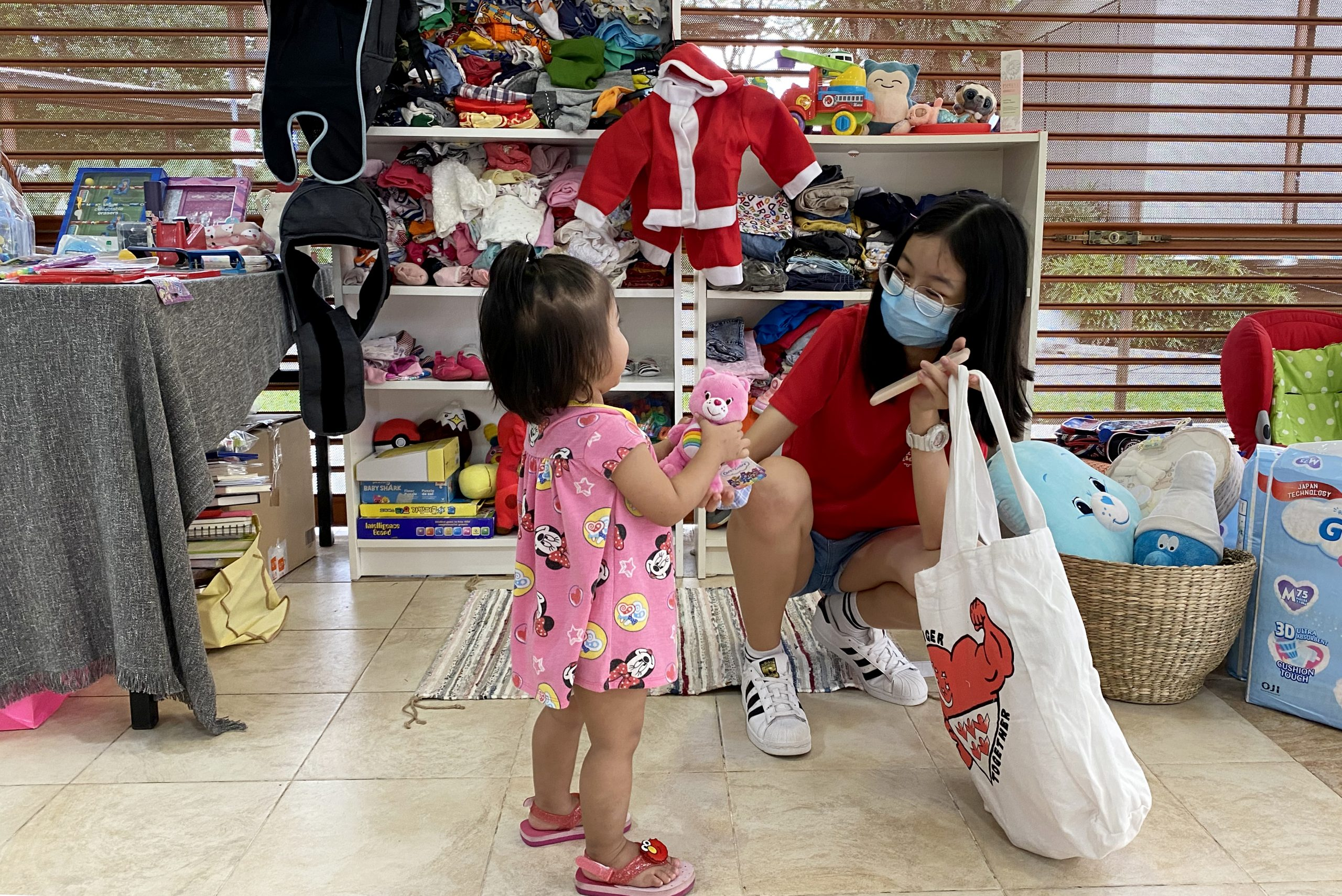 Many children were excited to be able to choose an item for themselves, which were often toys. To give family members enough time to explore the collections atCheng San Chapalang Club, volunteers would interact or look after the children while the adults browse for items they would like.