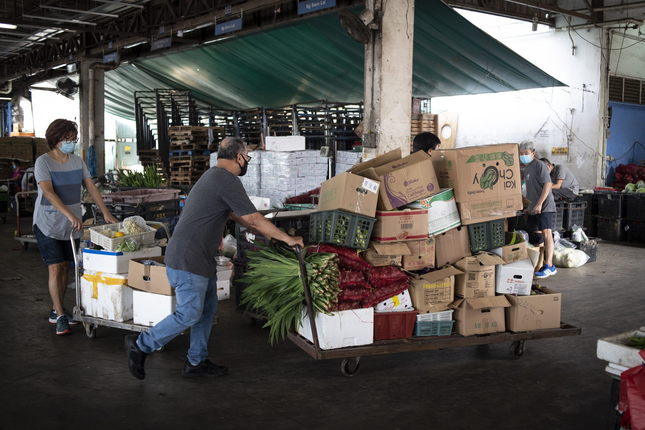 Circling the market mid-morning, volunteers work with fully loaded trolleys to reduce the number of trips back to the loading bay. Vendors there recognise them as a regular weekly fixture, and often have donations piled up and ready for rescue.